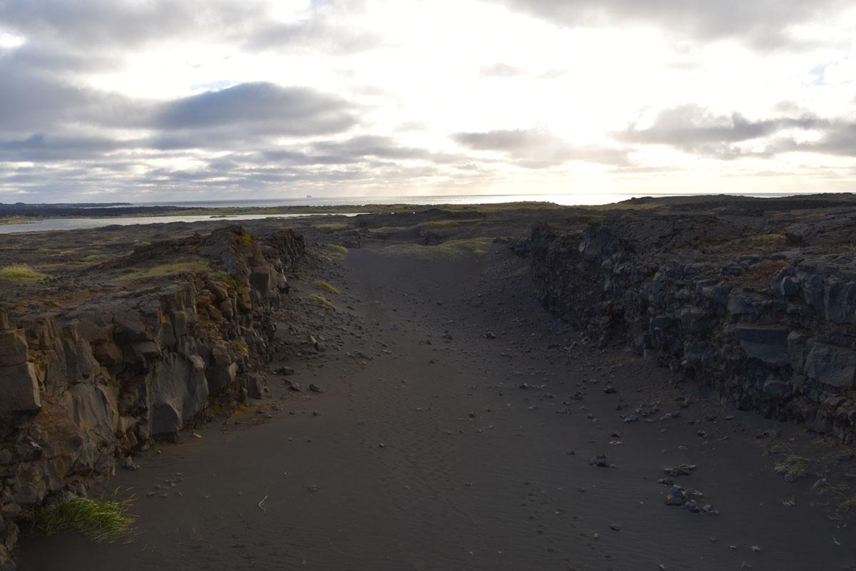 Bridge between continents in IJsland